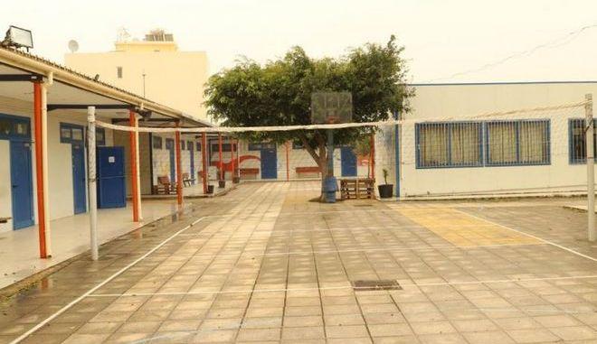 Ηράκλειο: Πλημμυρισμένες σχολικές αίθουσες με εκτεθειμένα πολύμπριζα