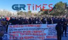 """Η Θεσσαλονίκη """"έσπασε"""" την απαγόρευση: Μεγάλη συμμετοχή το πανεκπαιδευτικό συλλαλητήριο"""