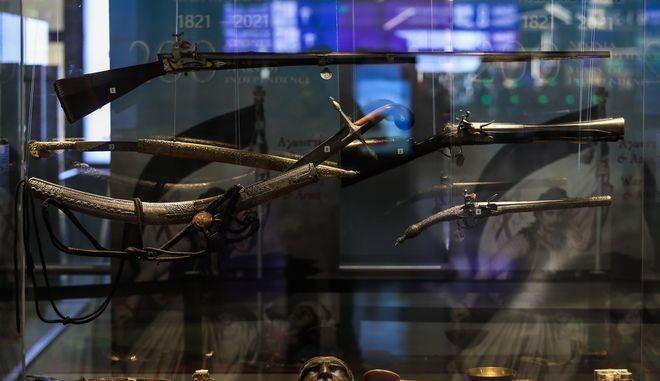 Στιγμιότυπο από έκθεση με σπάνια κειμήλια του Πολεμικού Μουσείου