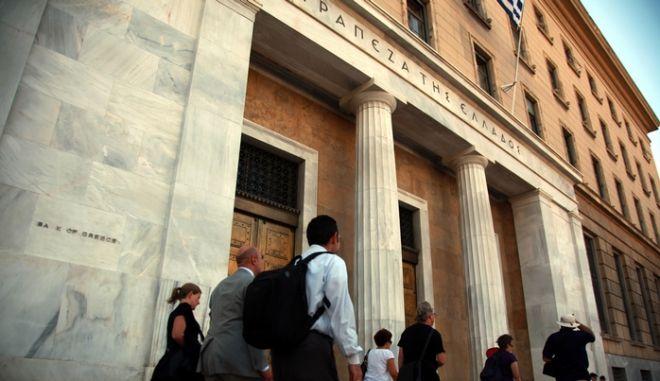25-8-2011-ΑΘΗΝΑ-Η ΤΡΑΠΕΖΑ ΤΗΣ  ΕΛΛΑΔΟΣ ΣΤΗ ΟΔΟ ΠΑΝΕΠΙΣΤΗΜΙΟΥ.(EUROKINISSI-ΓΕΩΡΓΙΑ ΠΑΝΑΓΟΠΟΥΛΟΥ)