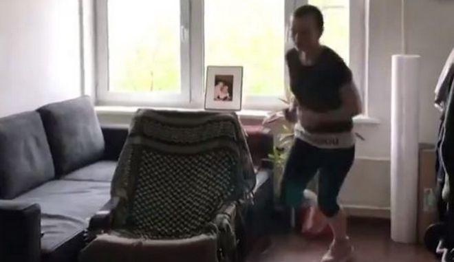 Τζόκινγκ στο σπίτι της