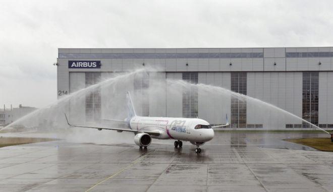 """Ξαφνική πτώχευση αεροπορικής εταιρίας: Στον """"αέρα"""" χιλιάδες επιβάτες"""