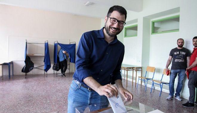 Στο 53ο Γενικό Λύκειο Αθηνών ψήφισε ο υποψήφιος δήμαρχος Αθηνών Νάσος Ηλιόπουλος