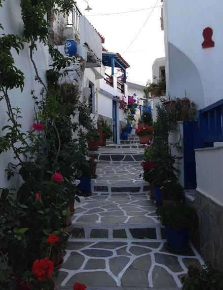 Κύθνος: 'Βουτιά' στα μυστικά και τις παραλίες της