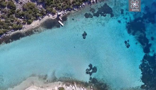 Η ανέγγιχτη 'Γαλάζια Λίμνη' της Ελλάδας