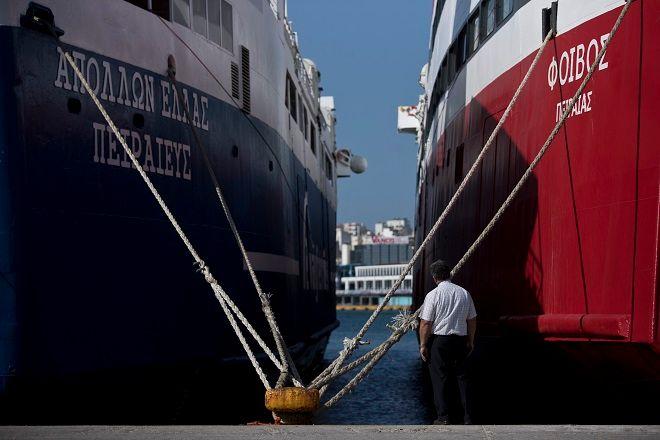 Δεμένα τα πλοία στο λιμάνι του Πειραιά, λόγω της πανελλαδικής απεργίας στις 30 Μαϊου 2018.