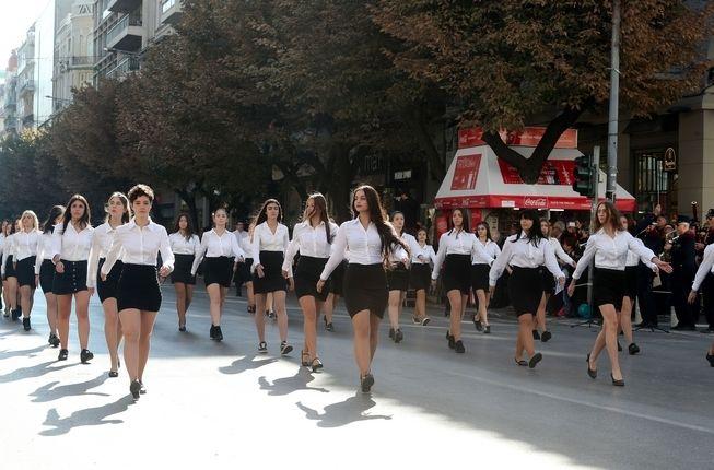 28η Οκτωβρίου: Μαθητική παρέλαση στη Θεσσαλονίκη με Νοτοπούλου στην εξέδρα