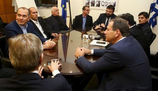 Ένταση και σπρωξίματα κατά τη σύσκεψη για το μπάσκετ: Αποχώρησε ο Γιαννακόπουλος