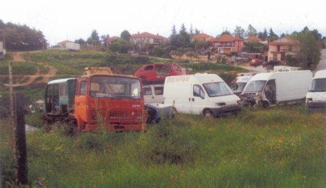 """""""Νεκροταφείο"""" αυτοκινήτων σε οικισμό του Λαγκαδά"""