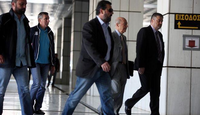 Ο πρώην πρωθυπουργός Κώστας Σημίτης στο Εφετέιο για να καταθέσει στην δίκη του πρωην υπουργού Άκη Τσοχατζόπουλου για τα εξοπλιστικά την Τετάρτη 13 Μαΐου 2015. (EUROKINISSI/ΑΛΕΞΑΝΔΡΟΣ ΖΩΝΤΑΝΟΣ)