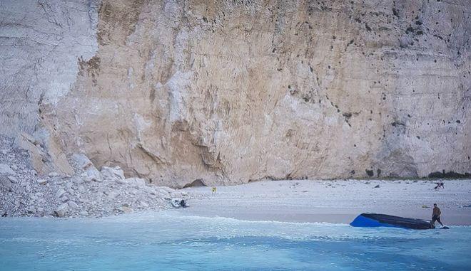 Κατολίσθηση βράχου στην παραλία Ναυάγιο στην Ζάκυνθο την Πέμπτη 13 Σεπτεμβρίου 2018