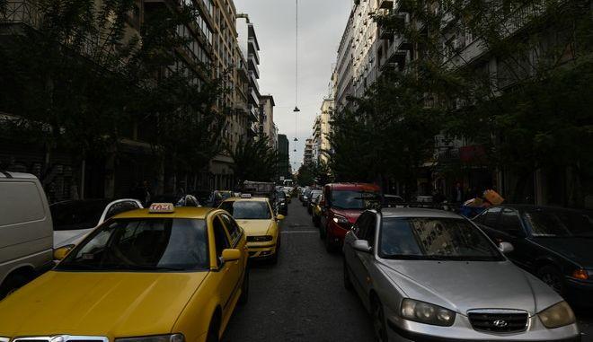 Στιγμιότυπα στην πόλη της Αθήνας