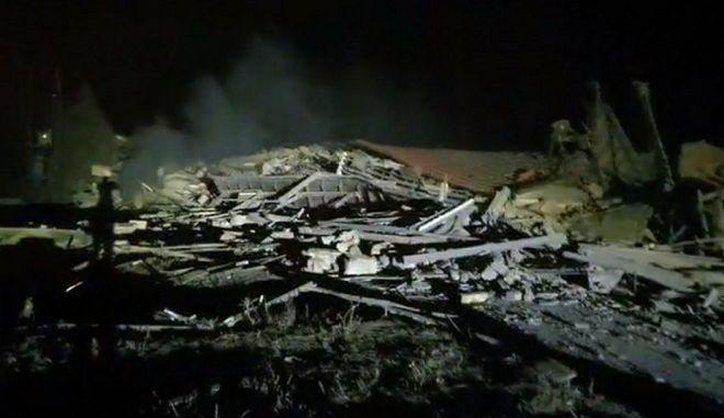 """Ισχυρή έκρηξη κατεδάφισε το ξενοδοχείο """"Τσάμης"""" στην Καστοριά"""
