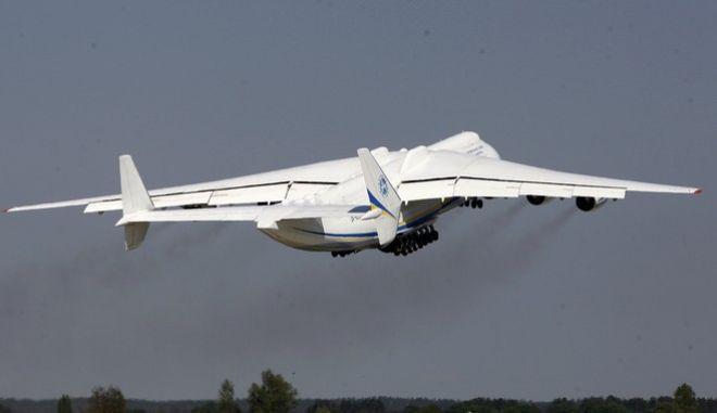 Το αεροπλάνο Antonov An-225 Mriya