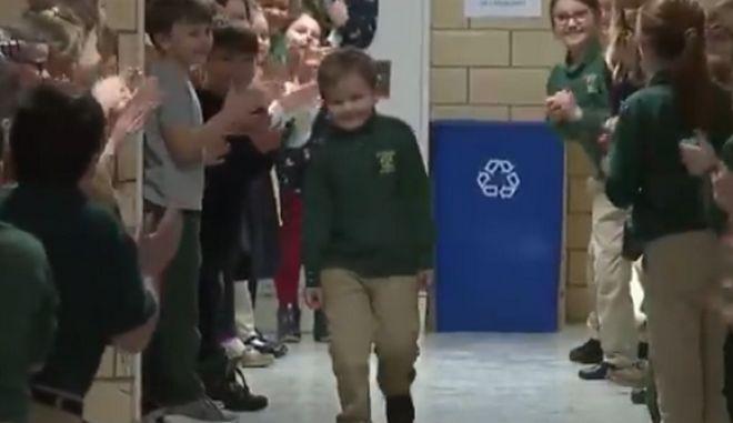 Η υποδοχή στο σχολείο του 6χρονου John Oliver Zippay