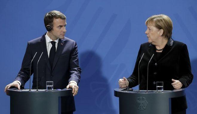 Ο πρόεδρος της Γαλλίας Εμανουέλ Μακρόν και η γερμανίδα καγκελάριος Άνγκελα Μέρκελ
