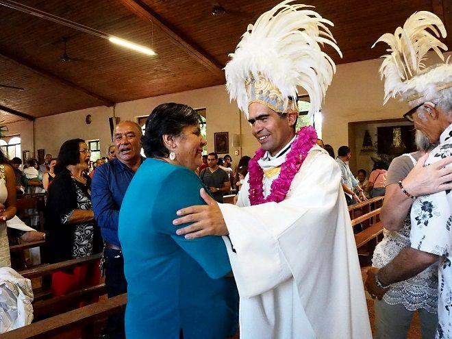 Καθολικοί ιερείς στο Νησί του Πάσχα
