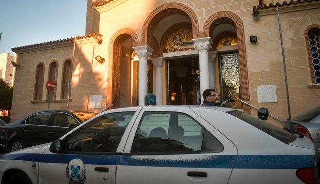 Ισχυρή αστυνόμευση έξω από τους ναούς