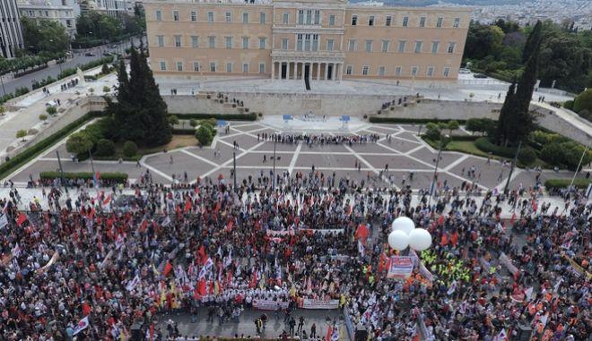 Αεροφωτογραφία από το συλλαλητήριο του ΠΑΜΕ για την Εργατική Πρωτομαγιά την Κυριακή 8 Μαΐου 2016, στο Σύνταγμα. (EUROKINISSI/ΑΝΤΩΝΗΣ ΝΙΚΟΛΟΠΟΥΛΟΣ)