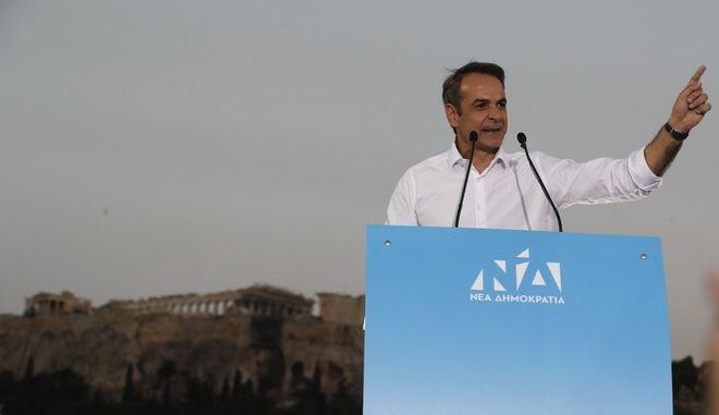 Ο Κυριάκος Μητσοτάκης σε ομιλία του μπροστά από την Ακρόπολη