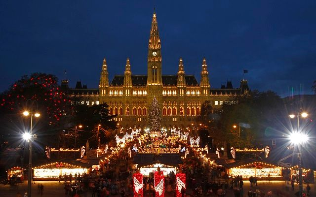 The city hall is pictured behind Christkindlmarkt advent market in Vienna November 29, 2013. The German expression