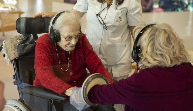 Γυναίκα σε γηροκομείο