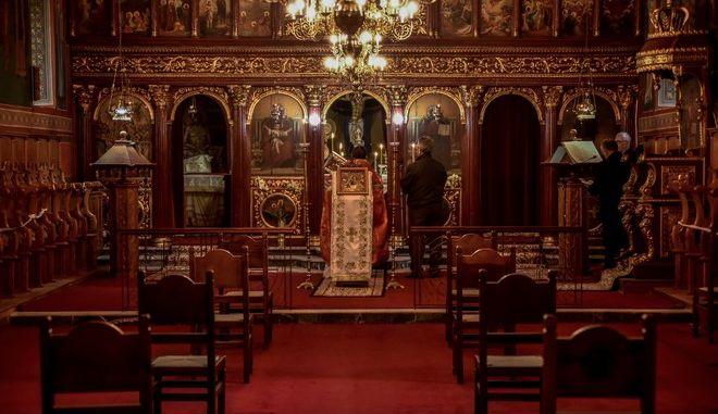 Θεία Λειτουργία τελέστηκε στους Ιερούς Ναού, Κοιμήσεως της Θεοτόκου και Αγίου Βασιλείου