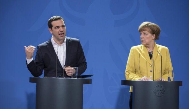 Ο πρωθυπουργός Αλέξης Τσίπρας στην συνάντηση με την Καγκελάριο της Γερμανίας Άνγκελα Μέρκελ την Δευτέρα 23 Μαρτίου 2015, στο Βερολίνο. (ΓΡ. ΤΥΠΟΥ ΠΡΩΘΥΠΟΥΡΓΟΥ/ANDREA BONETTI/EUROKINISSI)