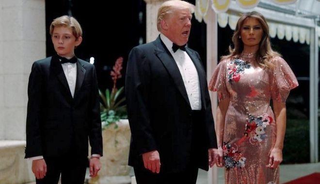 Σάλος για το ρεβεγιόν της χλιδής των Τραμπ - Φόρεμα 4.000 δολαρίων για τη Μελάνια