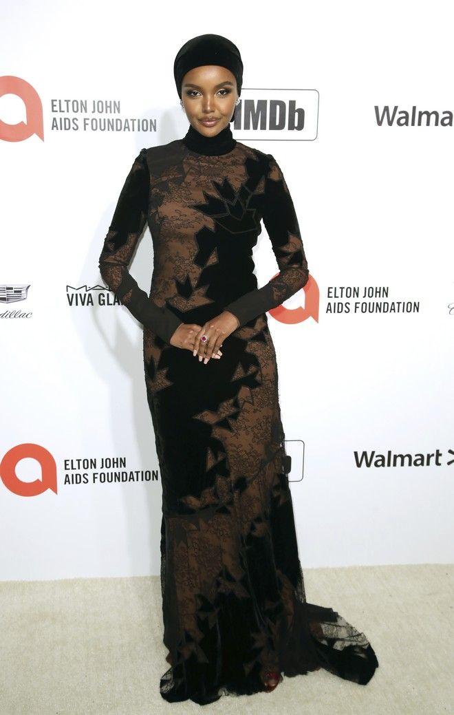 Η Halima Aden σε εκδήλωσε στην Καλιφόρνια τον Φεβρουάριο του 2020