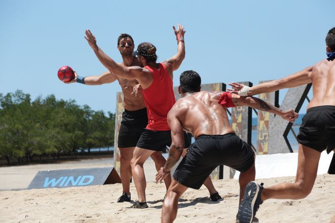 Ενα είδος hand ball  στην άμμο το αγώνισμα της Επικράτειας στο Nomads