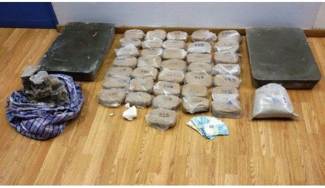 Συλλήψεις για διακίνηση μεγάλων ποσοτήτων ηρωίνης και κοκαΐνης