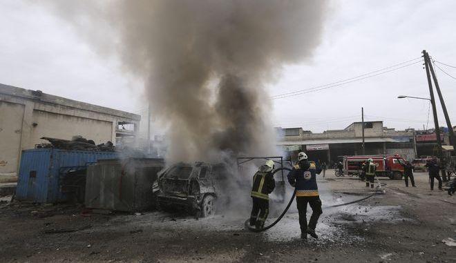 Φλεγόμενο αυτοκίνητο στη Συρία