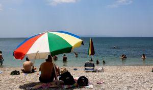 Κόσμος σε παραλία (EUROKINISSI/ΓΙΩΡΓΟΣ ΣΤΕΡΓΙΟΠΟΥΛΟΣ)