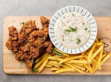 9c1e6c5f11 Η συνταγή που προτείνει ο Άκης Πετρετζίκης για απολαυστικό κοτόπουλο πανέ