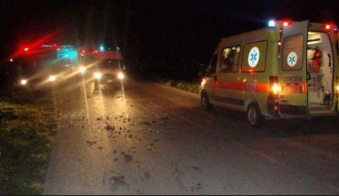 Λάρισα: Μετωπική σύγκρουση αυτοκινήτου με βαν - 9 τραυματίες