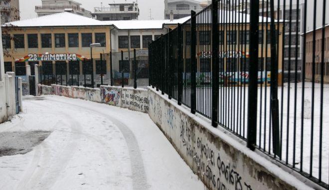 Κλειστό λόγω χιονιού σχολείο στην Θεσσαλονίκη