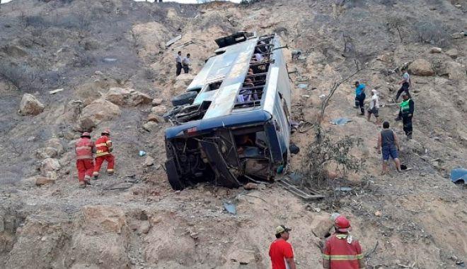 Τραγωδία στο Περού: Λεωφορείο έπεσε σε χαράδρα - Τουλάχιστον 27 οι νεκροί