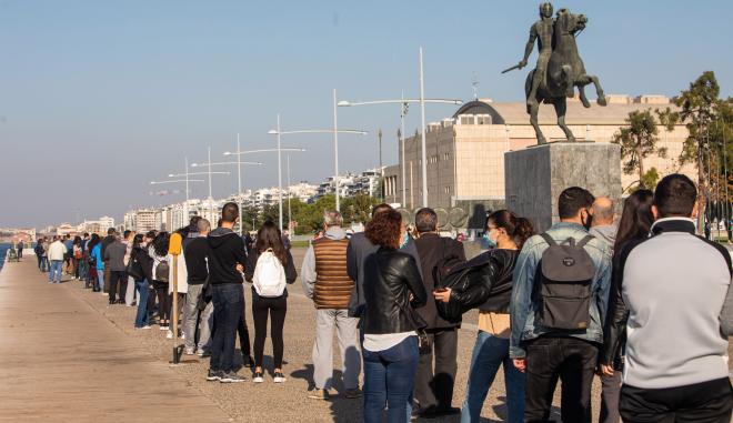 Θεσσαλονίκη: Ατελείωτες ουρές για rapid test - Προ των πυλών το lockdown
