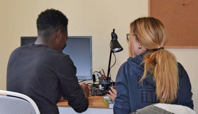 Οι ασυνόδευτοι έφηβοι ανήλικοι πρόσφυγες ελπίζουν για ένα καλύτερο μέλλον στην Ελλάδα