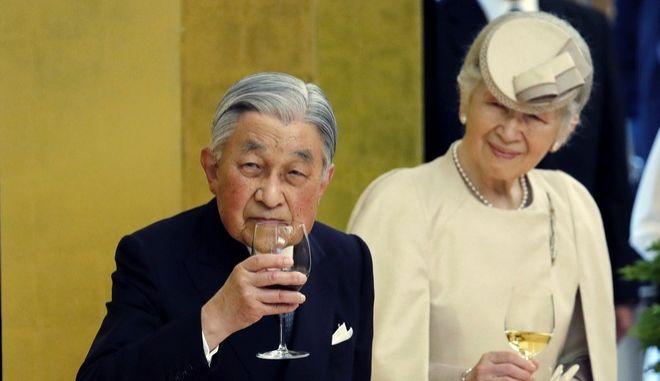 Ο αυτοκράτορας της Ιαπωνίας Ακιχίτο και η σύζυγός του, αυτοκράτειρα Μιτσίκο