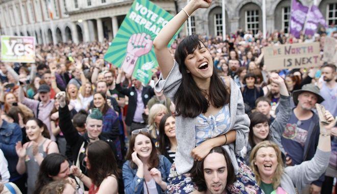 """Αποδοκιμασία για την καθολική εκκλησία, το """"ναι"""" στο δημοψήφισμα για την άμβλωση"""