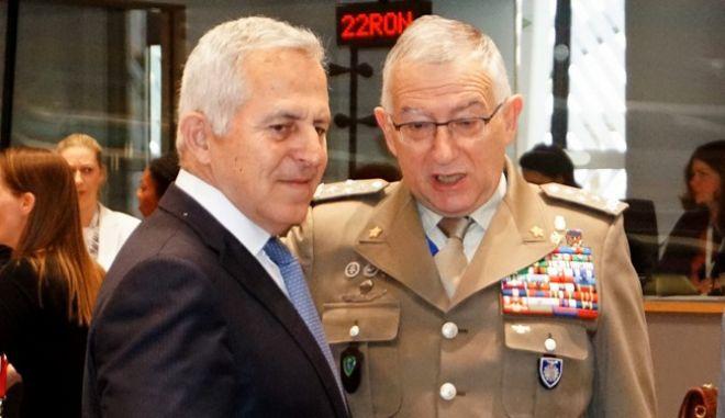 Ο υπουργός Άμυνας Ευάγγελος Αποστολάκης στο συμβούλιο των ομολόγων του της ΕΕ στις Βρυξέλλες