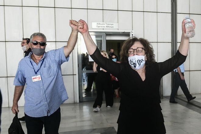 Οι γονείς του δολοφονημένου από την εγκληματική οργάνωση Χρυσή Αυγή, Παύλου Φύσσα