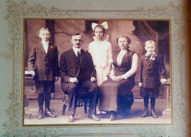 Auf dem 2. Bild sind das die GroÃeltern mit ihren drei Kindern, der linke gröÃere Sohn ist Fred Trump der Vater von Donald (ungefähr 1915)