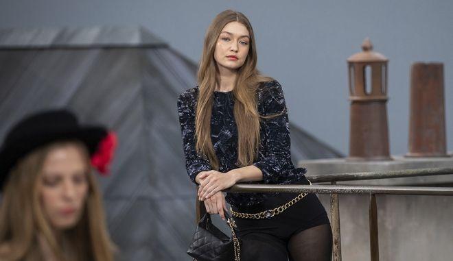 Η Τζίτζι Χαντίντ του οίκου Chanel στην Εβδομάδα Μόδας στο Παρίσι