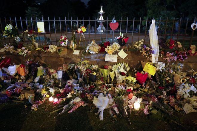 Λουλούδια στη μνήμη των θυμάτων στο σημείο της επίθεσης - Νέα Ζηλανδία