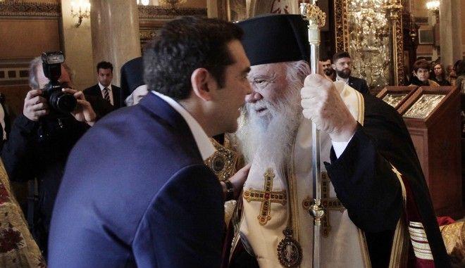 Χοροστατουντος του Αρχιεπισκοπου Ιερωνυμου και παρουσια του Π.τ.Δ. Προκοπη Παυλοπουλου καθως και του πρωθυπουργου Αλεξη Τσιπρα τελεστηκε η  Δοξολογια για το νεο ετος(2018)Παροντες οι προεδροι της Ν.Δ Κυριακος Μητσοτακης και Ενωσης Κεντρωων Βασιλης Λεβεντης ο εκπροσωπος του ΠΑΣΟΚ Κωστας Σκανδαλιδης οι υπουργοι Δημητρης Βιτσας, Παναγιωτης Κουρουμπλης και Ελενα Κουντουρα(εκπροσωπος των ΑΝΕΛ)  οι πρ. Προεδροι της Βουλης Δημ.Σιουφας και Αποστ Κακλαμανης ο πρ, Υπουργος Οικονομικων Τρυφων Αλεξιαδης η στρατιωτικη ηγεσια , η ηγεσια της ΕΛΑΣ, Λιμενικου, Πυροσβεστικης καθως και οι αντιπεριφερειαρχης Αττικης και η αντιδημαρχος Αθηναιων Ευα Κοντοσταθακου  Στη φωτο    //ΦΩΤΟ ΧΡΗΣΤΟΣ ΜΠΟΝΗΣ//EUROKINISSI