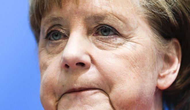 Η Γερμανίδα καγκελάριος Άνγκελα Μέρκελ κατά τη σημερινή συνέντευξη τύπου μετά τη συνεδρίαση της Χριστιανοδημοκρατικής Ένωσης
