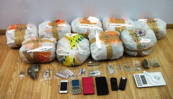 Συνελήφθησαν τρία άτομα για διακίνηση ναρκωτικών έξω από Νοσοκομεία